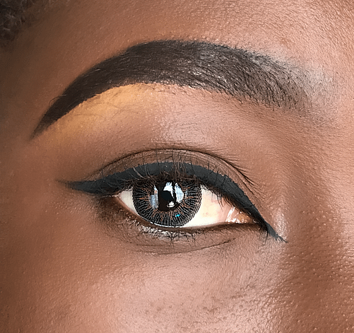 Example of a dark eyeliner that enhances the shape of your eyes