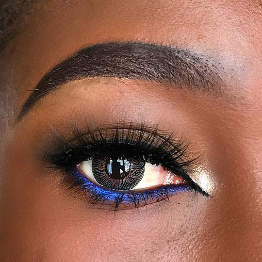 mascara to enhance the eyes